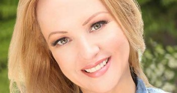 Wendi-McLendon-Covey-featured