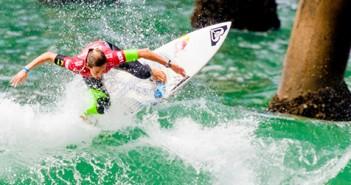 women-surf-banner