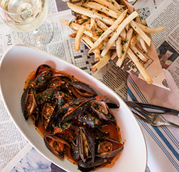 EATS-Kitchen-&-Bar-Mussels