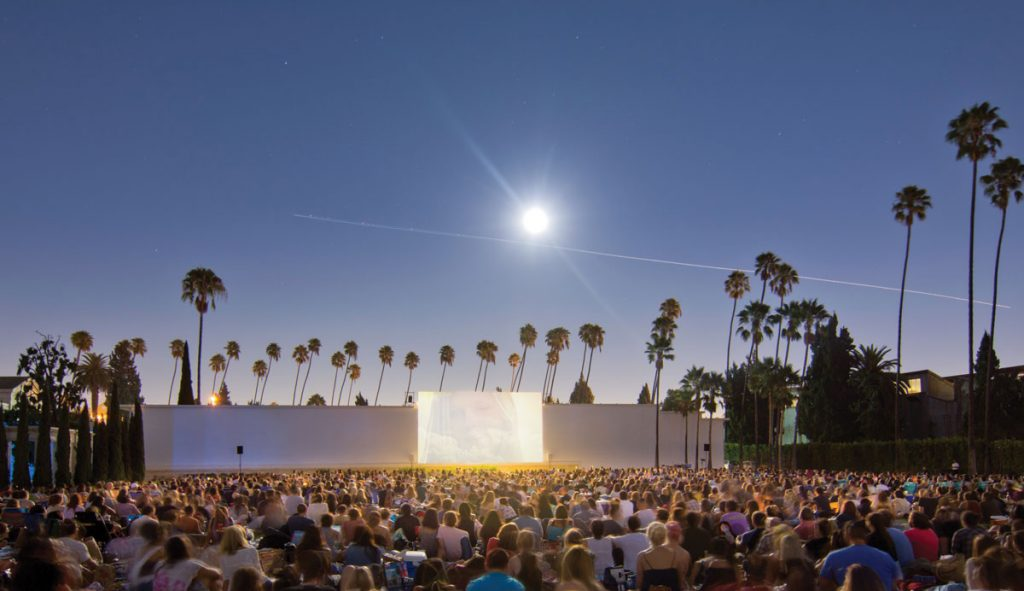 La S Outdoor Movie Series Is Cinespia At Hollywood Forever Cemetery One Of The Best Things To Do In Los Angeles This Summer Picnic And Watch Cult