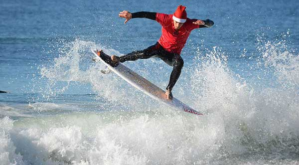 surfing-santa-competition