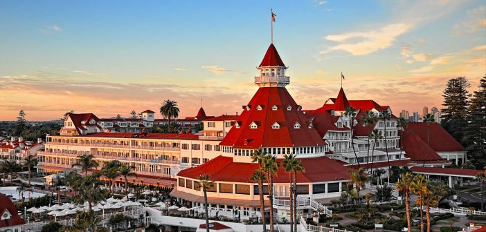 Experience Hotel Del's California Clambake