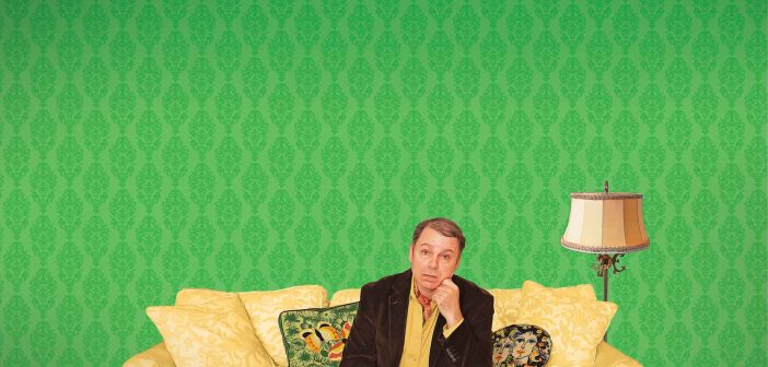 Last of the Red Hot Lovers tells a story of middle-aged Barney Cashman who tries to spice up his bland life.
