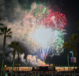 Manhattan Beach Holiday Fireworks