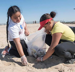 Beach-Cleanup-at-Bolsa-Chica-State-Beach-photo-by-Photo-by-Nick-Agro,-Orange-County-Register-SCNG