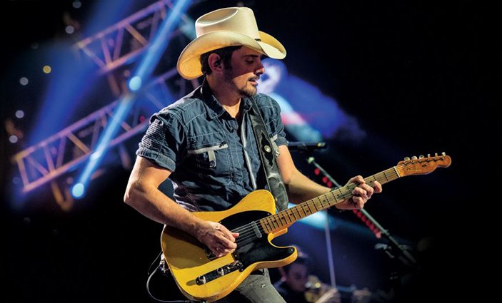 Brad-Paisley-at-FivePoint-Ampitheatre