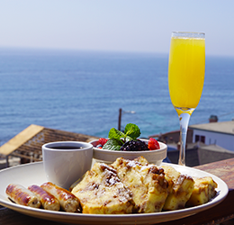 Brunch-at-The-Rooftop-Lounge-photo-courtesy-Ajenda-PR