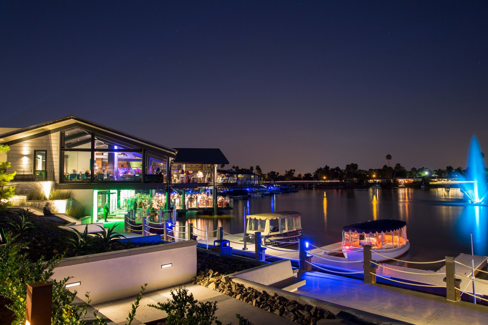Lakeside view at Decoy Dockside Dining