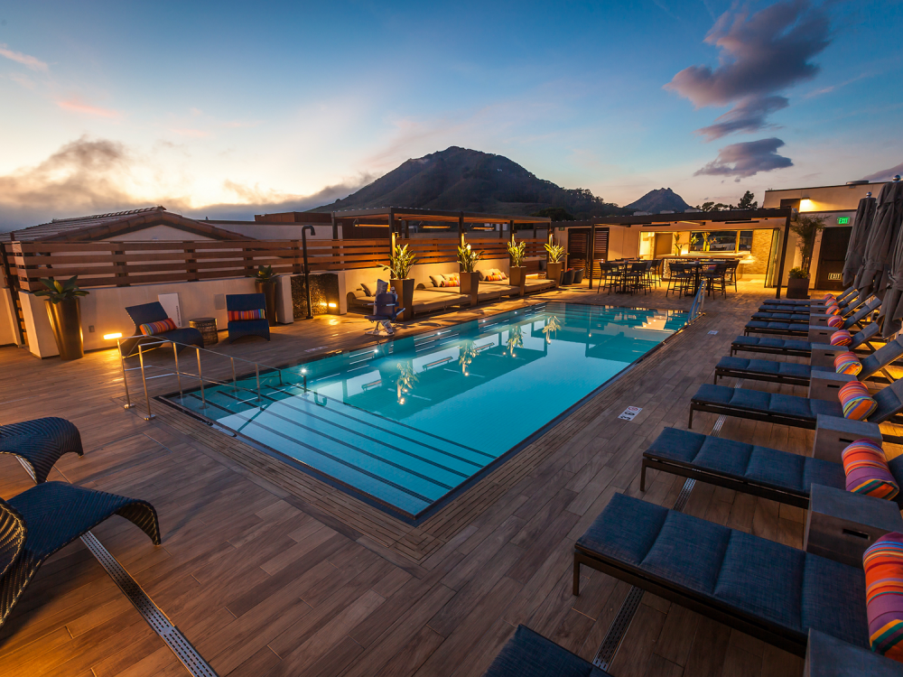 Rooftop-pool-at-Hotel-Cerro